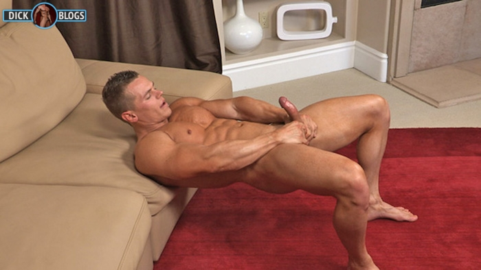 bodybuilder jerking off on video