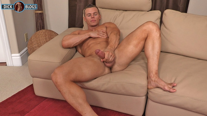 bodybuilder naked and jacking off