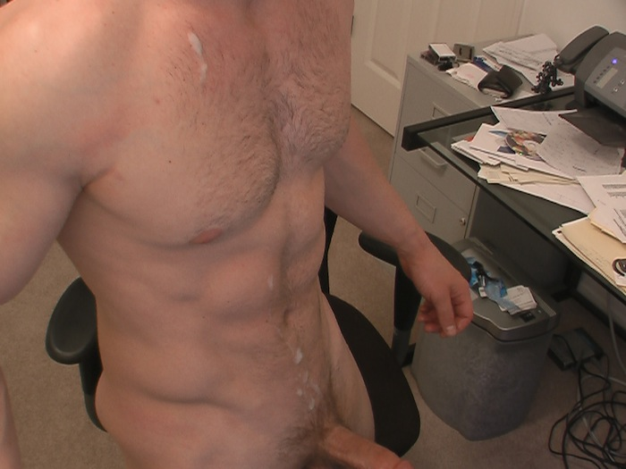 Muscle Jock Jerking Off On Cam (4)