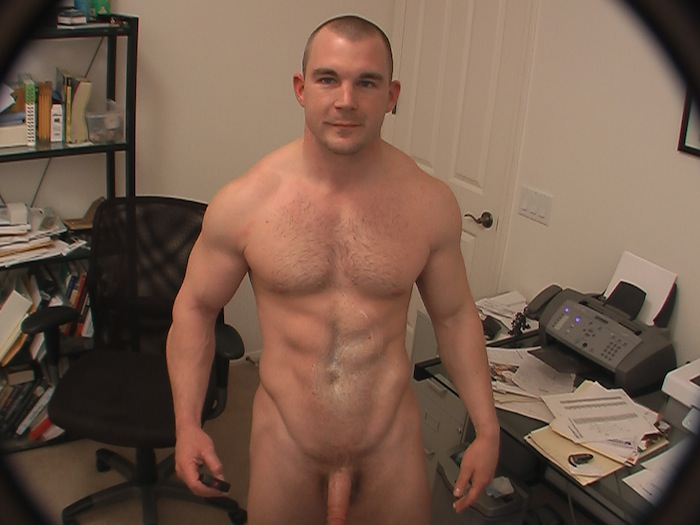 Muscle Jock Jerking Off On Cam (5)