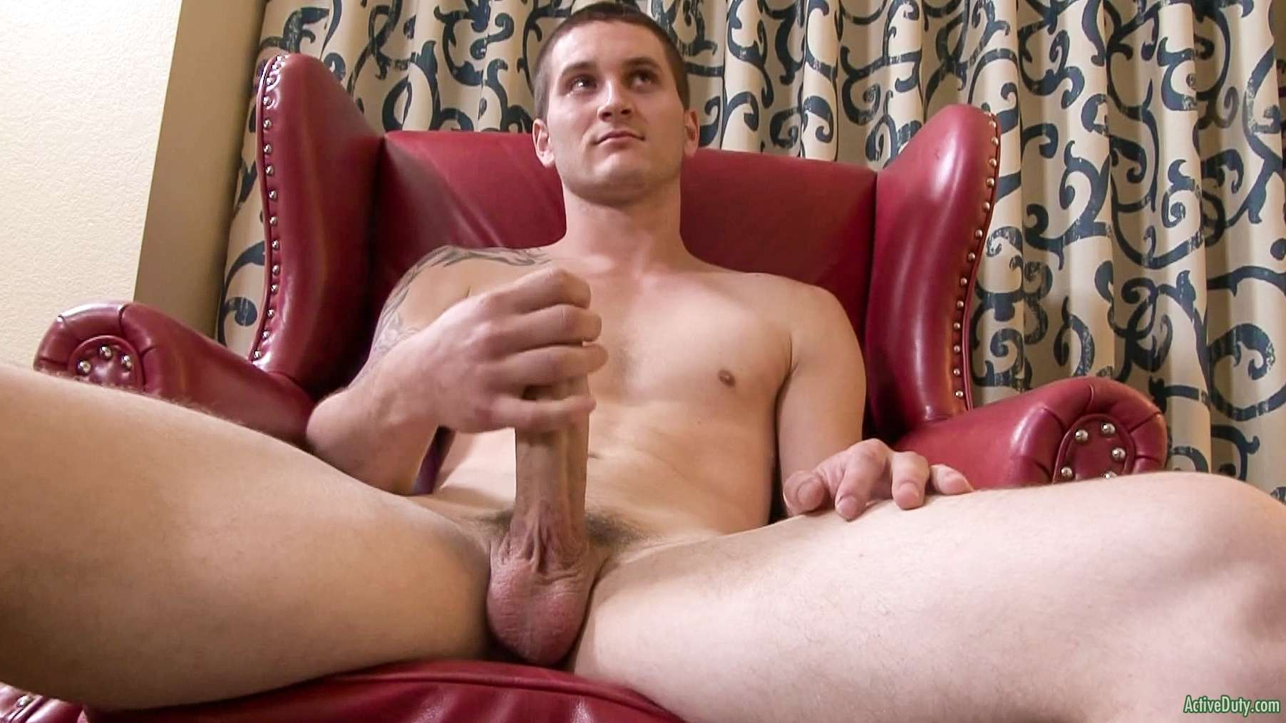 hung straight guy wanking on video