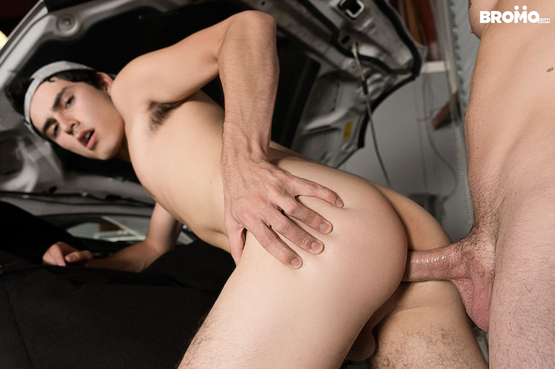 twink bottom getting barebacked