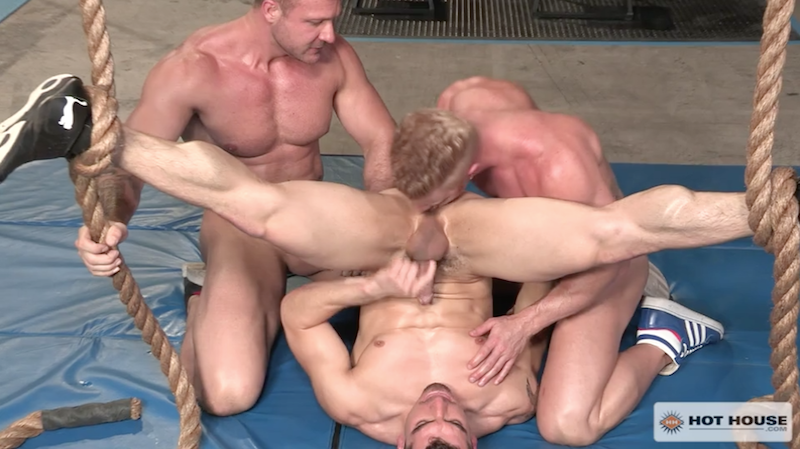 muscle men rimming ass in the gym
