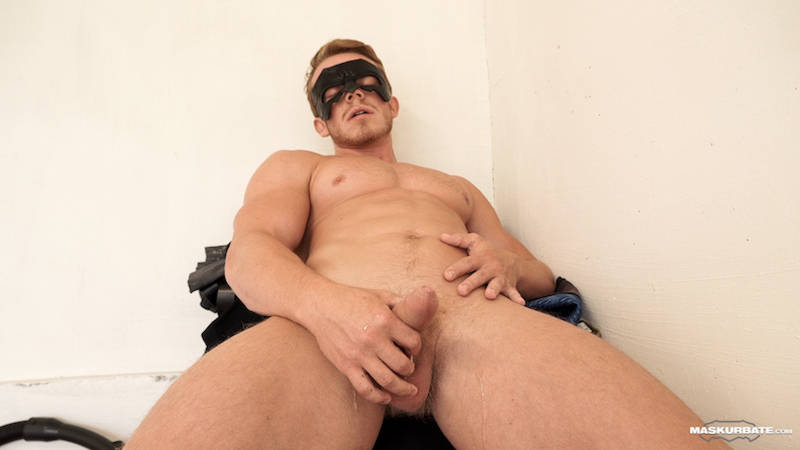 straight jock cumming while wearing a mask