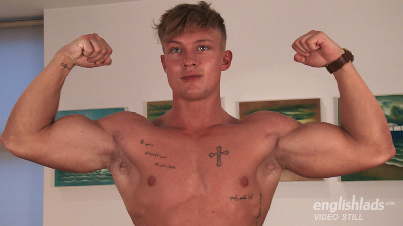 sexy straight muscle guy flexing in a jerk off video