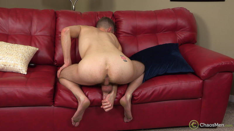 amateur gay guy jerking off and showing his asshole