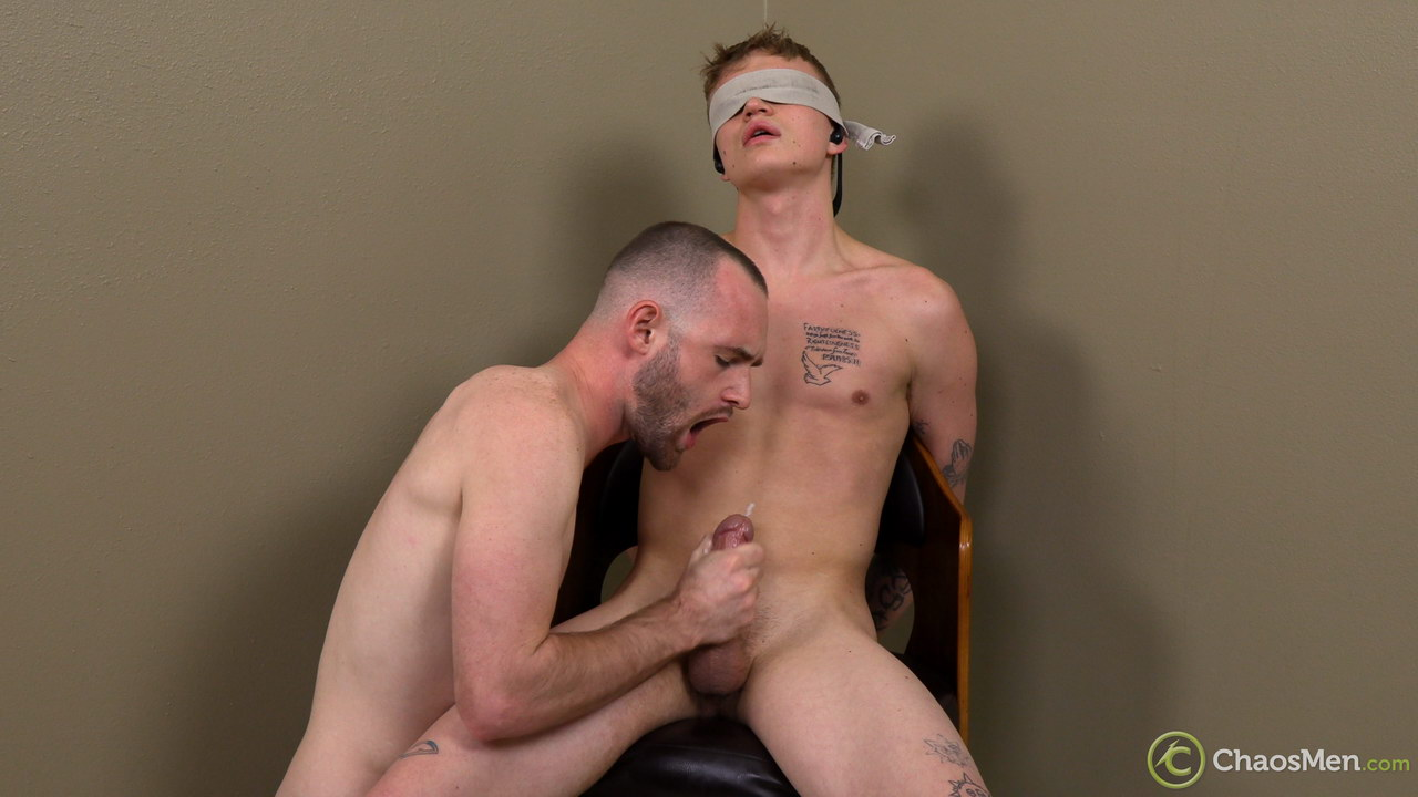 Gay guy makes a curious guy cum into his mouth