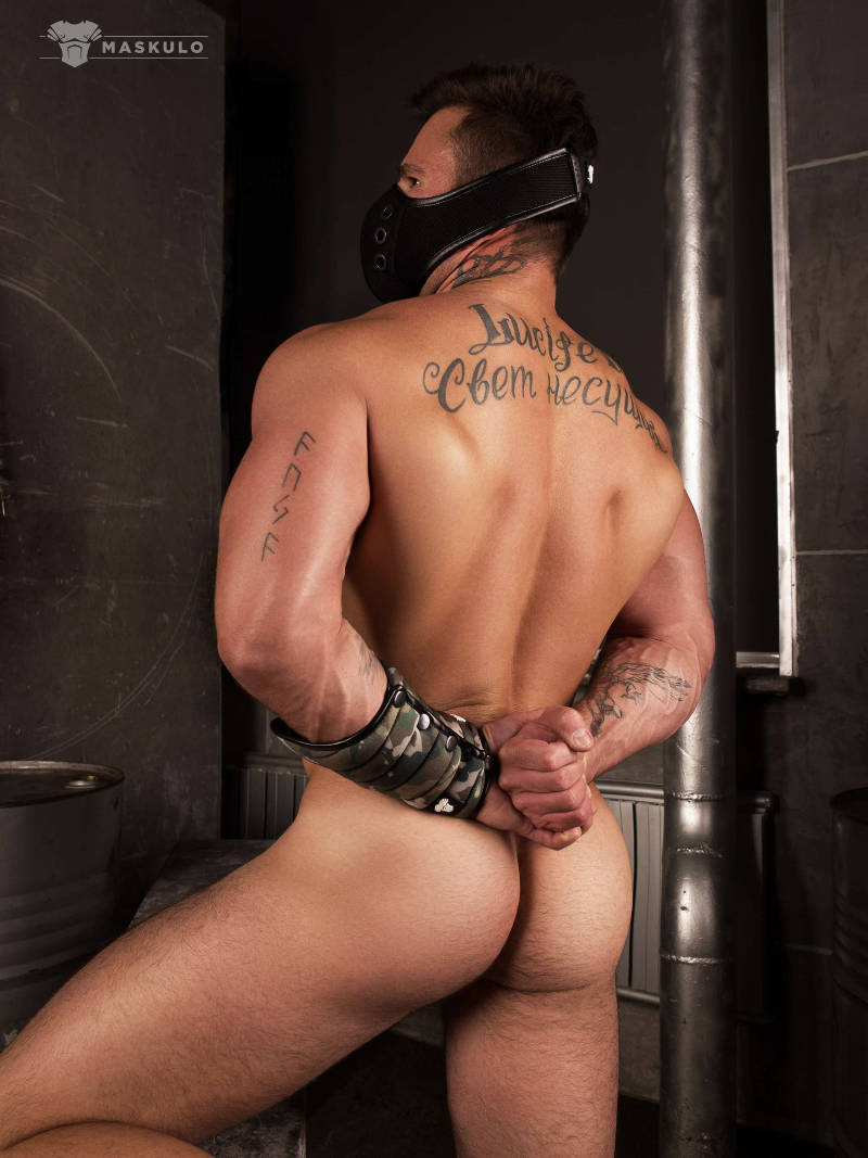 naked male model showing his ass while wearing Maskulo gear