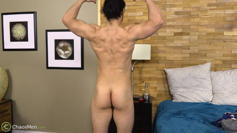 Muscle man showing his ass