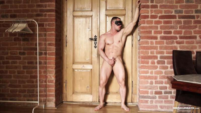 naked muscle man jerking off