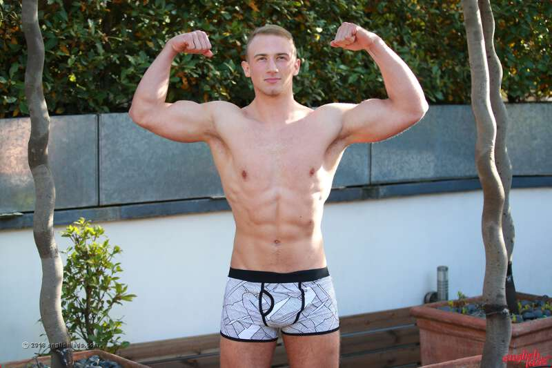 straght muscle lad David Kolar shows off his hot body in his underwear