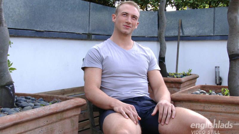 muscle jock in a jerk off video for Englishlads