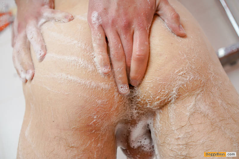 A soapy shower jerk off with Arthur